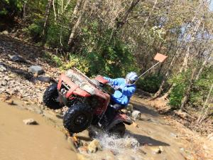 event.2010.badlands-offroad-park.bruteforce.riding.through-water.jpg