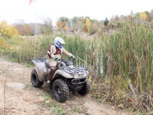 event.2010.badlands-offroad-park.grizzy.riding.on-path.jpg