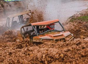 event.2017.highlifter-mud-nationals.side-x-side.racing.through-mud.jpg