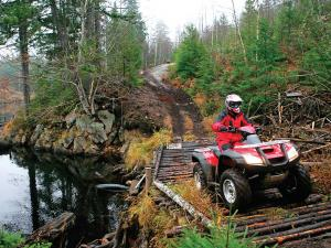 location.2012.hurley-wisconsin.honda.recon.front-right.red.riding.on-path.jpg