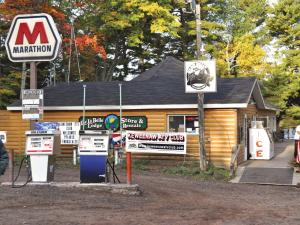 location.2012.keweenaw-michigan.bear-belly-bar.jpg