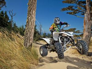 location.2012.oregon-dunefest.reedsport-oregon.yamaha-yfz.front.riding.on-sand.jpg