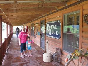 location.2012.ride-royal-blue.tennessee.cabin_.jpg