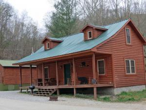 location.2013.harlan-county-kentucky.cabin.JPG