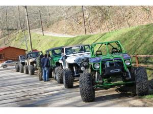 location.2013.harlan-county-kentucky.jeeps-lined-up.JPG