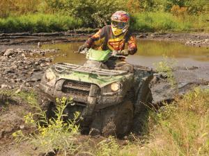 location.2013.hatfield-mccoy.arctic-cat500.riding.through-mud.jpg