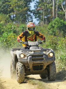 location.2013.hatfield-mccoy.atv.riding.on-trail.jpg