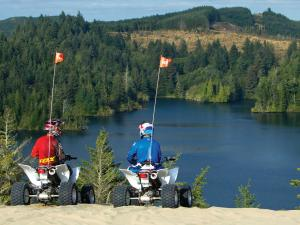 location.2014.oregon.atvs.parked.by-lake.JPG