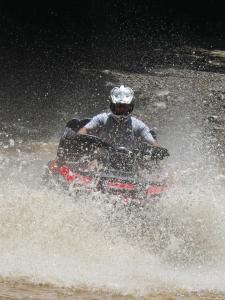 location.2014.windrock.tennessee.atv.riding.through-water.jpg