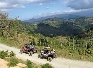 location.2016.costa-rica.side-x-side.riding.on-dirt-road.jpg