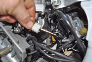 tech-tips.2016.honda.trx450r.main-jet-carburetor.close-up.jpg