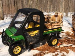 vendor.2010.curtis-cab.eclosure-cab.johndeer620xuvi.front-left.loading-wood.jpg