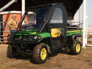 vendor.2010.curtis-cab.eclosure-cab.johndeer620xuvi.front-left.parked.on-farm.jpg