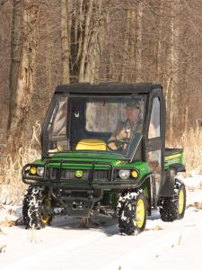 vendor.2010.curtis-cab.eclosure-cab.johndeer620xuvi.front_.riding.on-snow.jpg