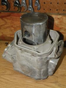 vendor.2010.damaged-piston.close-up.jpg