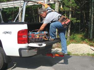 vendor.2010.step-n-tow.installed-on-truck.in-use.jpg
