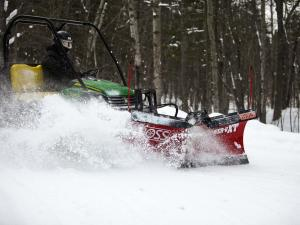 vendor.2011.boss-plow.plowing-snow.front-right_0.jpg