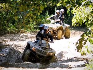 vendor.2012.crockettsville.atv-ride-event.riding-atvs-through-mud.jpg