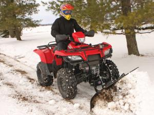 vendor.2013.american-manufactuering.eagle-plow.pushing-snow.on-suzuki-kingquad.JPG