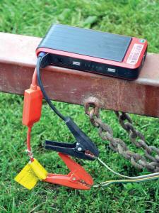 vendor.2014.rm-stator.portable-power-bank.checking-wire-and-lights.JPG