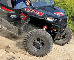 vendor.2016.gbc-tires.dirt-commander.polaris-rzr900.on-dirt.jpg