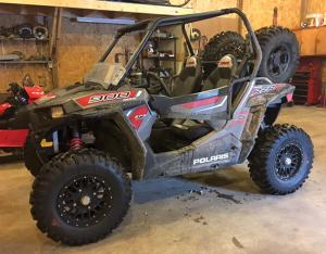 vendor.2016.gbc-tires.dirt-commander.polaris-rzr900.parked.jpg
