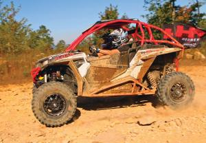 vendor.2016.houser-racing.custom-polaris-rzr1000.red.left.riding.on-dirt.jpg