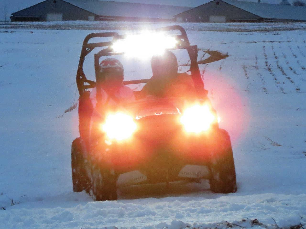 vendor.2014.seizmik.led-lights.on-polaris-rzr.in-snow.jpeg