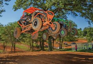 event.2017.highlifter-mud-nationals.side-x-side.racing.through-air.jpg